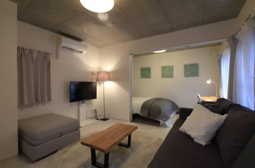 民泊 インテリアコーディネート例 明るい部屋の、お気に入りの場所で。